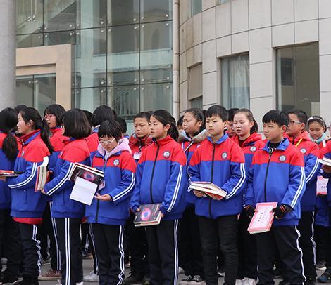 冲锋衣为什么能进入学校当成学生校服