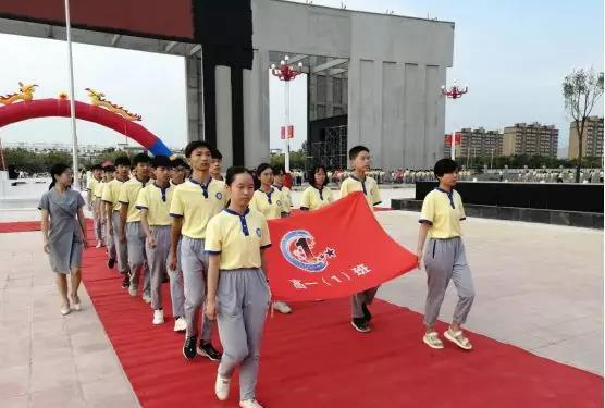 开学季,菊潭高级中学穿着崭新的定制校服冲刺高考