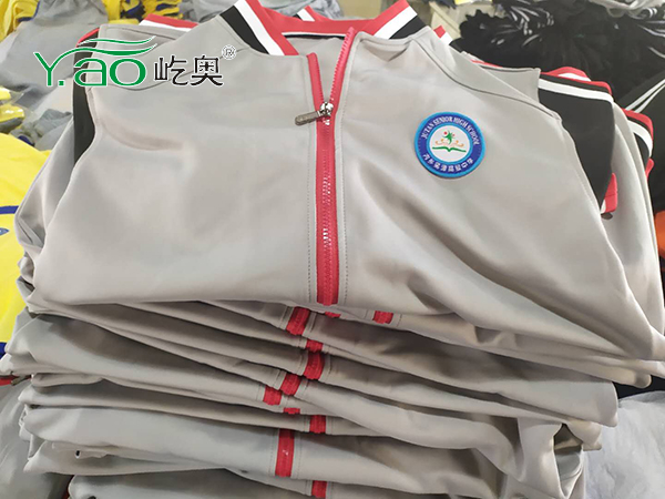 菊潭高中春秋校服完全送到学生们手中